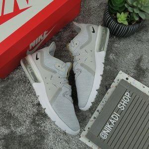 Nike Air Max Flyknit Sneakers